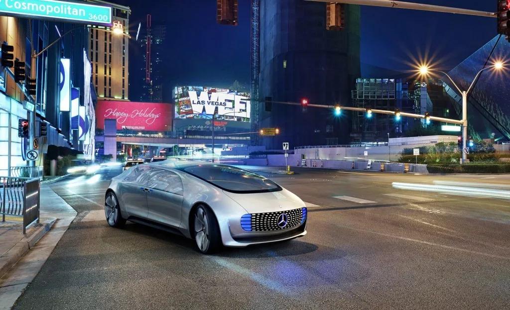 奔驰纯电 SUV EQC 全球首发,这就是他们的「未来大趋势」?