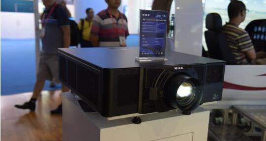 中航国画发布16000流明双色激光工程投影机