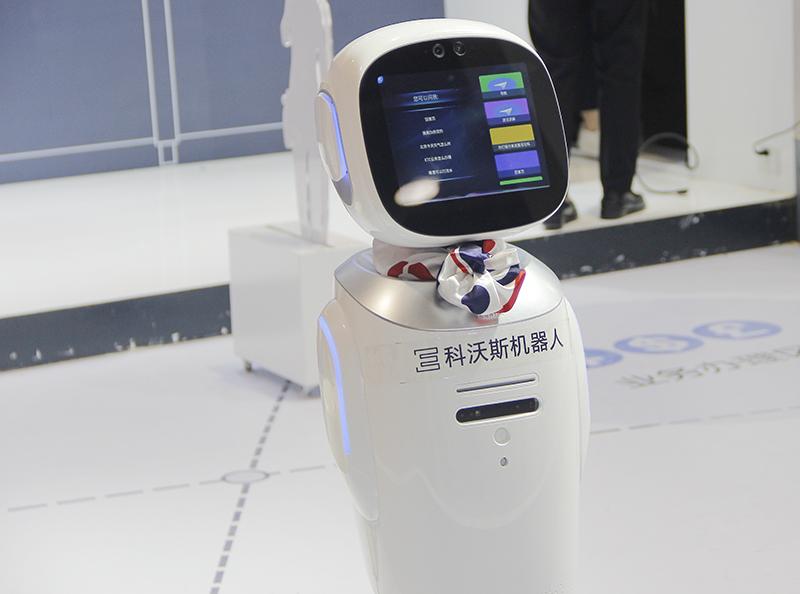科沃斯董纪冬:服务机器人是家人,也是工作伙伴