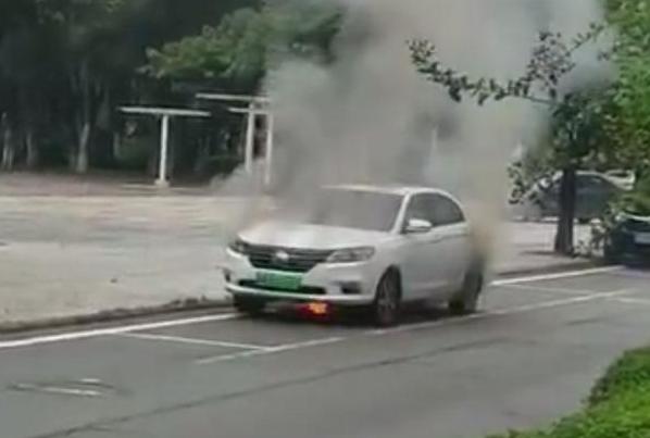 电动汽车再着火,是时候重新审视发展初衷了……