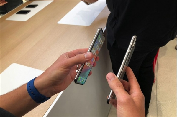 祖传5W充电头:苹果继续缩减新iPhone配件