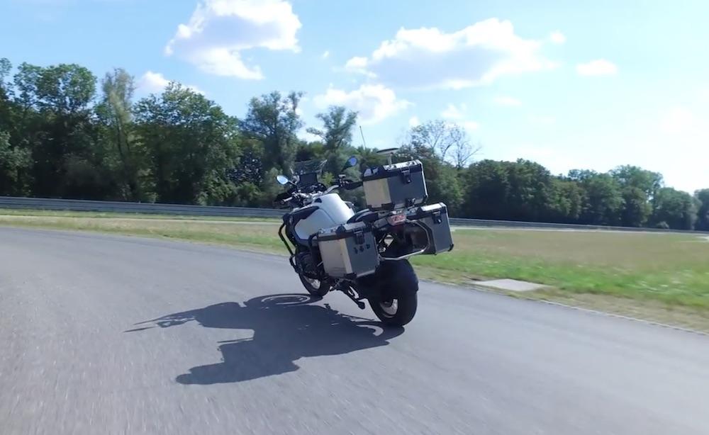 BMW造了一辆自动驾驶摩托车,自动转向、刹车,很酷!