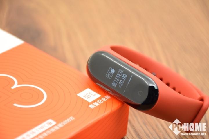 小米手环3 NFC版评测:抬腕乘车 运动伴侣