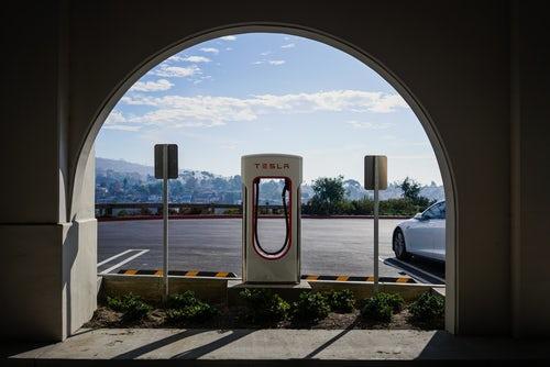 特斯拉增收超级充电站超时占用费 中国大陆每分钟收取3.2元人民币
