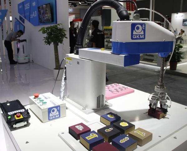 工博会:百闻不如一见的李群自动化机器人集合!