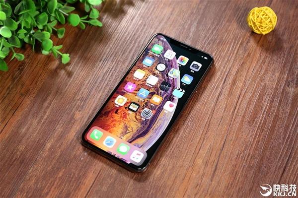"""苹果花式""""带货"""":iPhone XS说明书中优先推荐使用无线充电"""