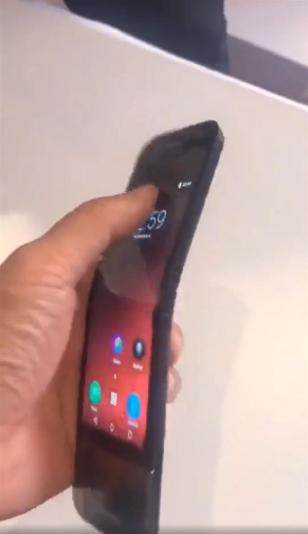 联想可折叠智能手机现身:将10月发布