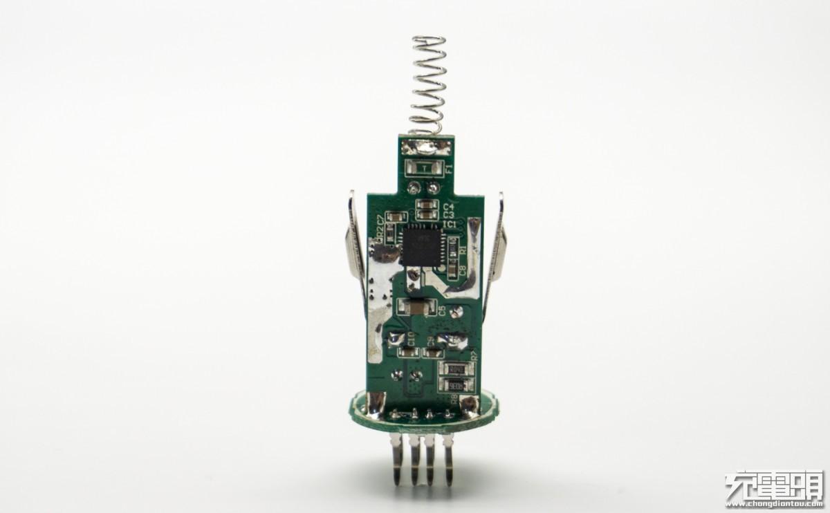 青米QU0020双口车载充电器拆解