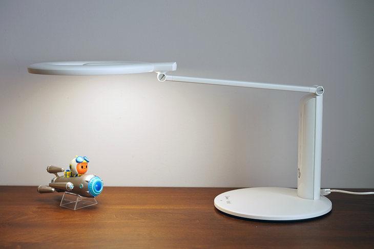 特别护眼设计:天猫精灵联合定款美的台灯