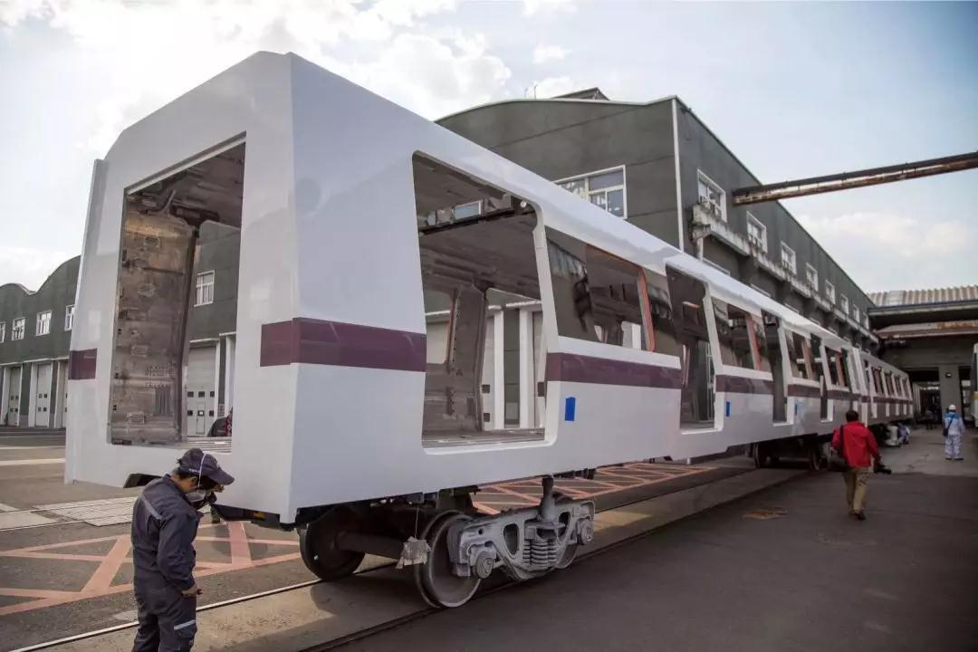 """下一代地铁列车""""即将全新驶来 车内采用LED照明未来感十足"""
