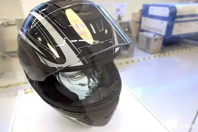 Jarvish X摩托车智能头盔来了,可以360度全景展示信息
