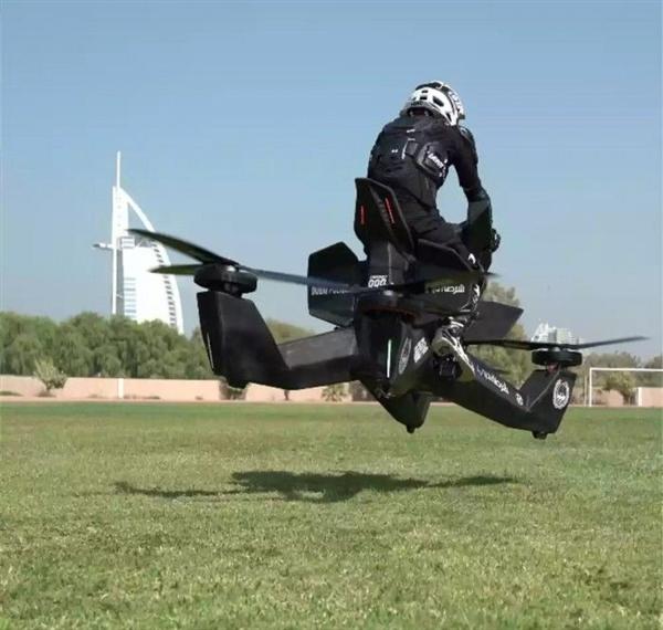 俄罗斯公司研发的摩托飞车开启预定 售价15万美元明年交付