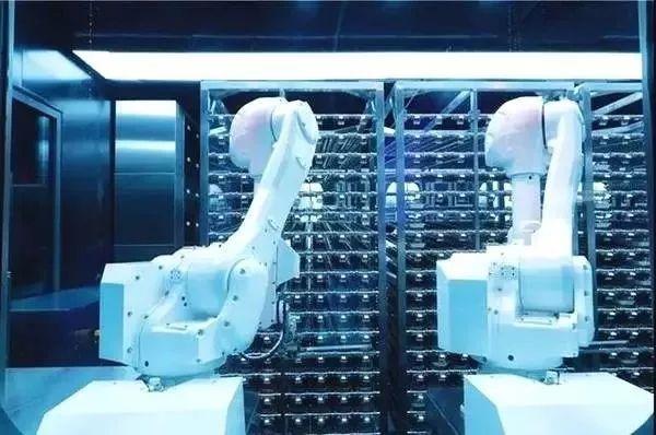 """海底捞首家""""无人火锅店""""开张,科技感能取代人文关怀的服务体验吗?"""