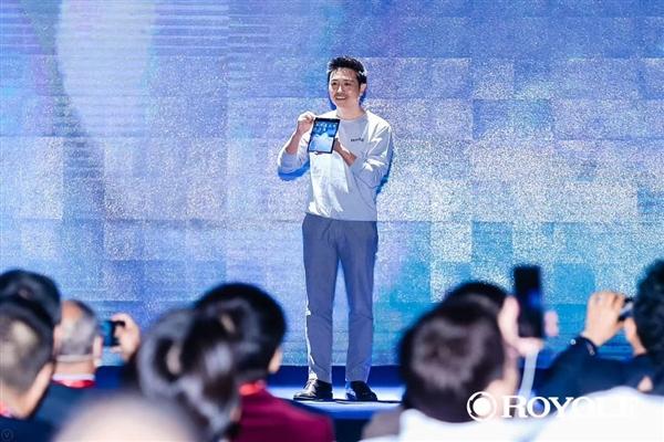 柔宇科技发布全球首款可折叠屏手机:搭载高通7nm旗舰U 8999元起