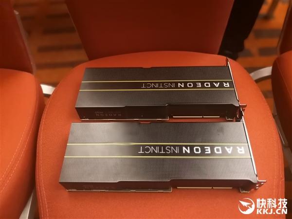 AMD 7nm Radeon Instinct真卡秀:八路并行威武