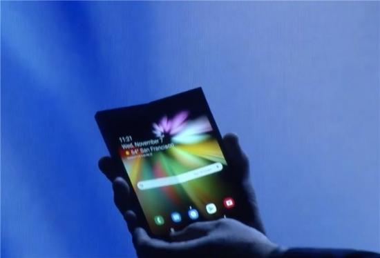 三星可折叠手机正式亮相!