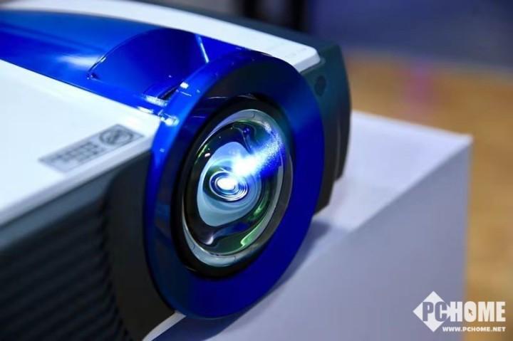 推动普及 明基发布三款激光商用投影