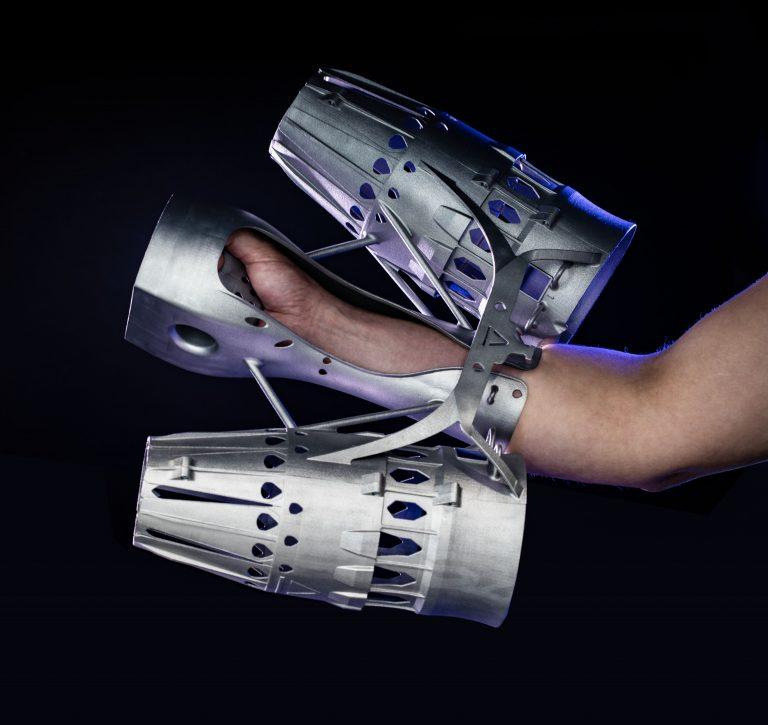 """EOS助力打造""""现实版钢铁侠""""可穿戴式飞行器的部件"""