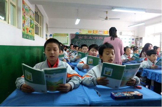 小哈机器人H2:培养孩子的这个习惯 学习语文和英语再也不怕啦