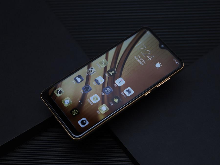 最值得买的千元长续航手机 海信手机金刚4评测