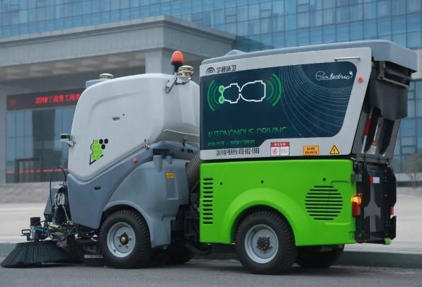 宇通下线L4级无人驾驶纯电动扫路机