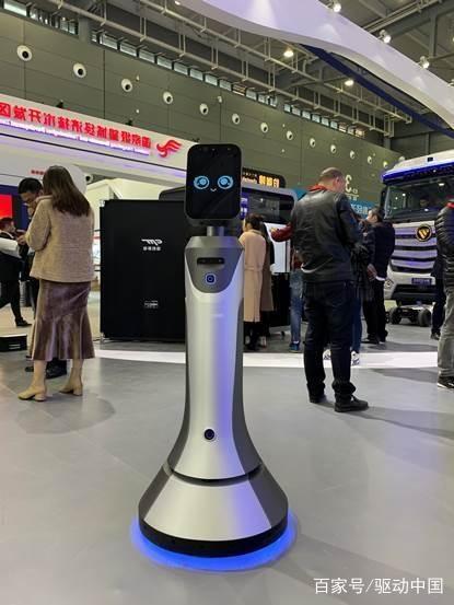 猎豹移动全系列机器人亮相 AI赋能智能制造