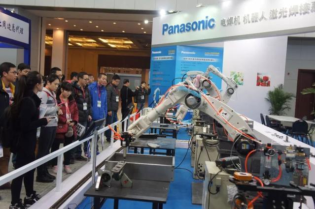 阿里、京东两大巨头押注 起底机器人餐厅的前世今生
