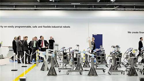 优傲机器人全球首款协作机器人发售10周年