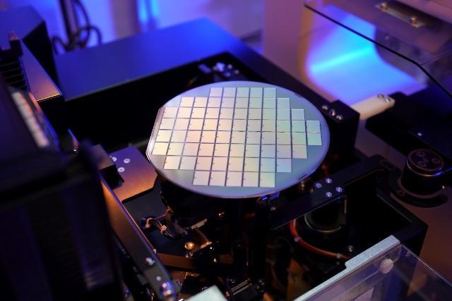 """比亚迪首发IGBT4.0 打造电动汽车""""中国芯"""""""