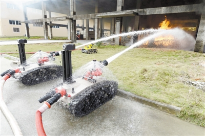 智能机器人灭火显身手
