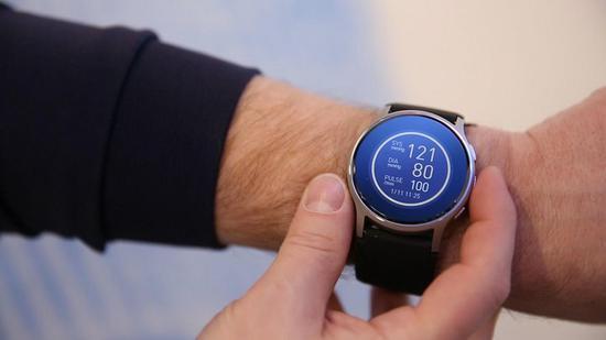 欧姆龙研发新型智能手表HeartGuide,可随时随地测量血压