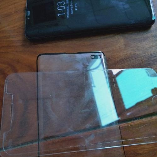 三星S10 Plus玻璃面板曝光:采用打孔设计 边缘弧度变大