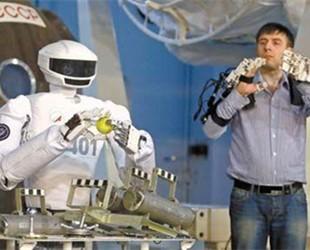 """俄罗斯""""双手持枪""""太空机器人将于2019年发射"""