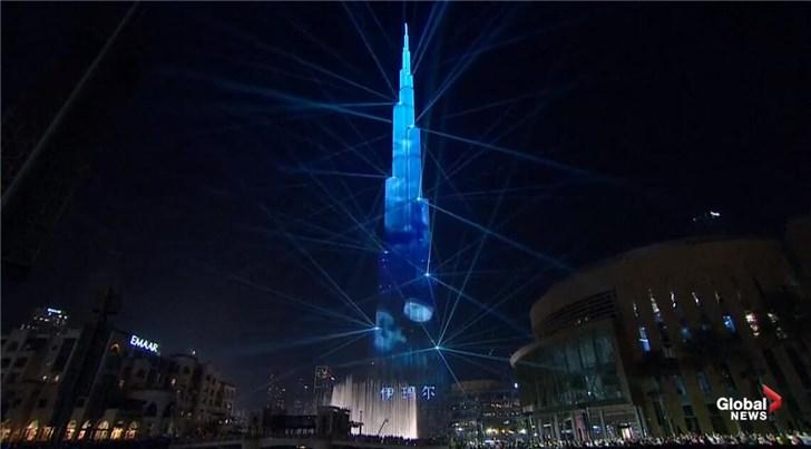 迪拜哈利法塔跨年灯光秀创纪录:世界最大LED显示屏