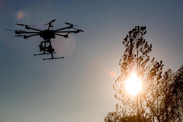 京东开启无人机常态化配送:效率提升10倍