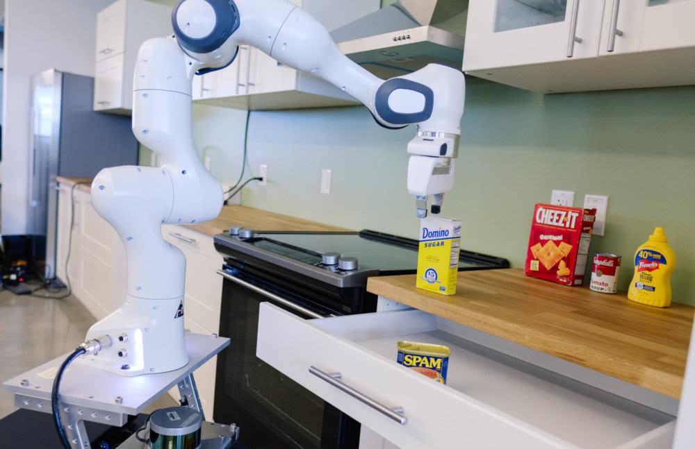 英伟达建立机器人实验室,专注厨房辅助机器人等10多个项目