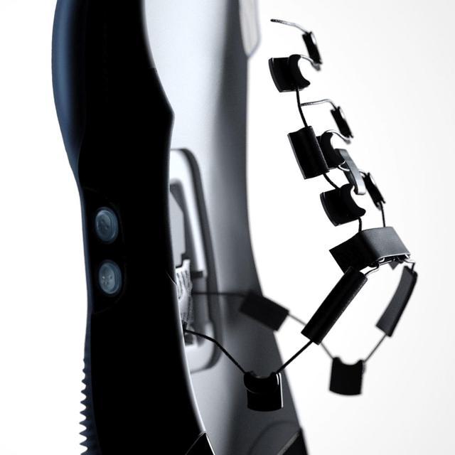 Nike发布全新可自动系带篮球鞋,支持智能手机操控