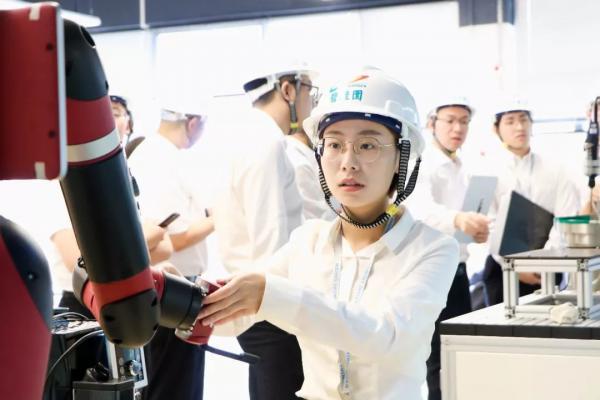 机器人应用时代来临 部署机器人冲击人类就业引发担忧