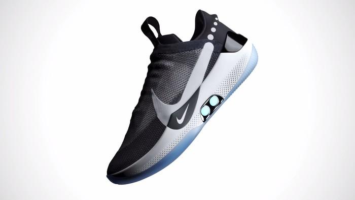 自动绑带球鞋问世:NIKE让电影道具成为现实