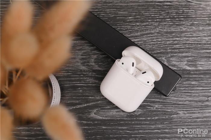 苹果耳机和FlyPods青春版 售价差3倍体验差多少