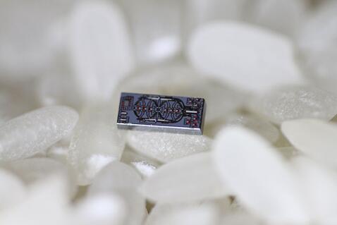 全球最小硅基光学陀螺仪如何克服信噪比不足?