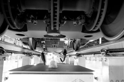 动车检测机器人助力智能春运