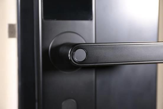 1099元击穿行业底价 OJJ智能门锁X1评测:金融级安防
