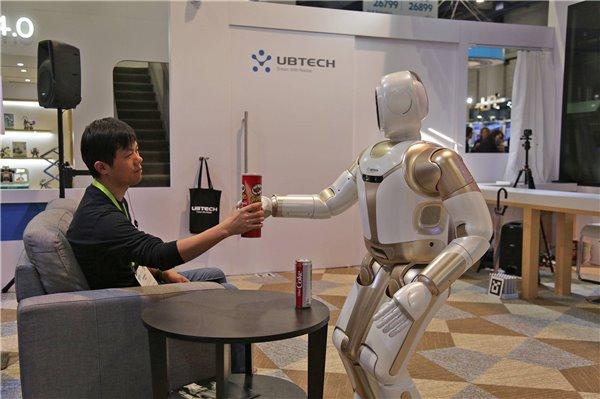 春晚上热舞的机器人 是不是我们家家想要