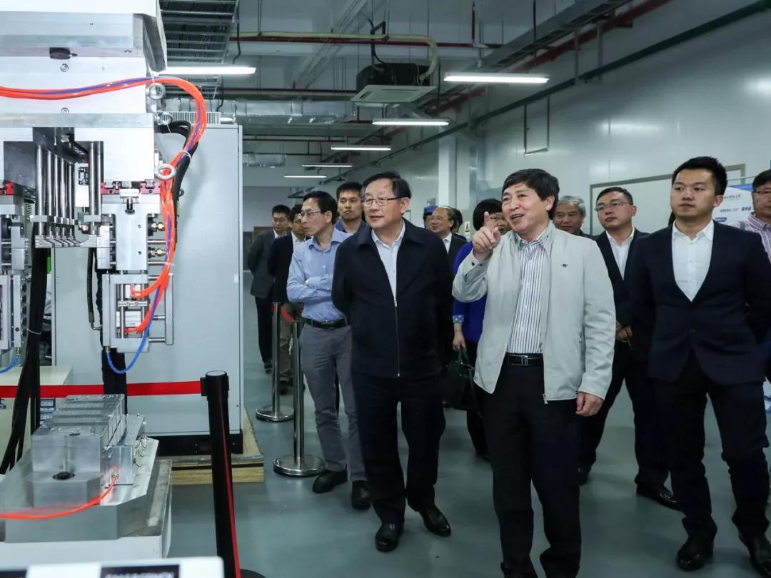 万钢考察参观深圳南科燃料电池