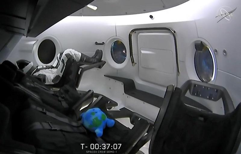 首次自动对接!美国离本土载人航天又进一步 SpaceX成功抵达国际空间站