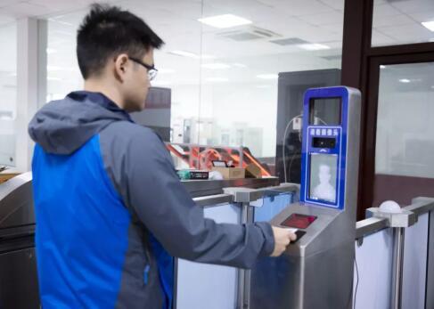 光鉴科技自主研发的3D人脸识别成功嵌入票证闸机系统
