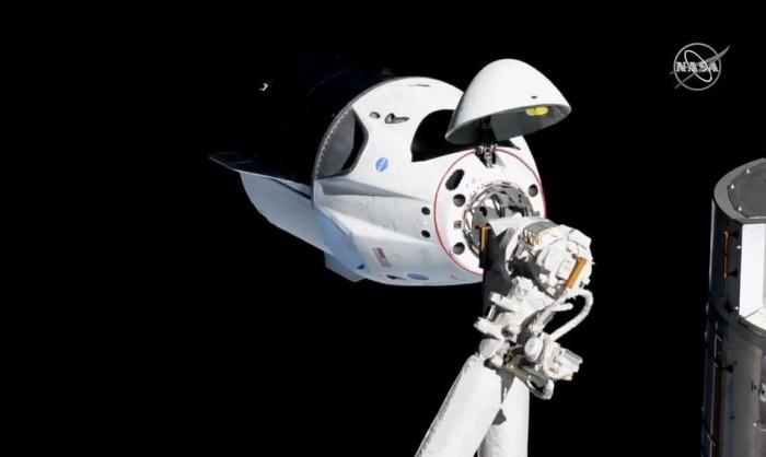 """试飞成功的""""龙""""飞船即将返回地球 计划于7月进行真人飞行"""