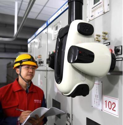 新型电力智能巡检机器人在石家庄投入使用