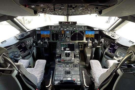 波音更新飞行控制软件,软件升级对自动驾驶安全有多重要?